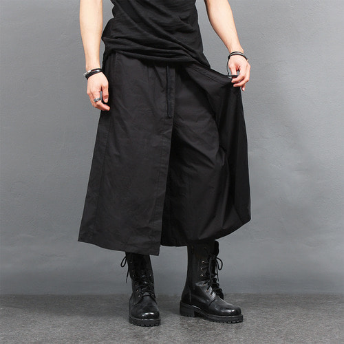 Loose Fit Double Cover Layered 4/5 Sweatpants