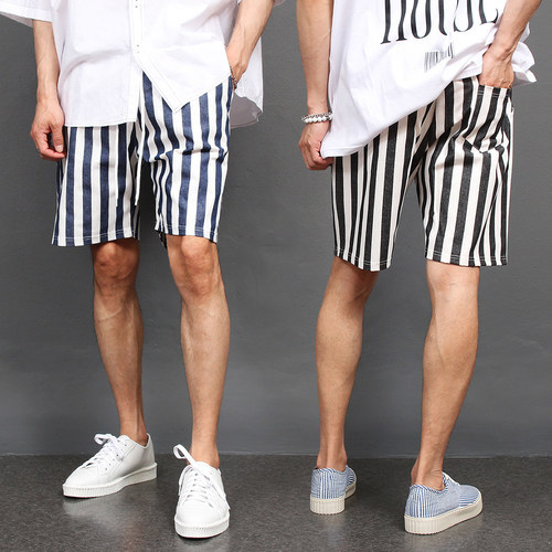 Striped Pattern Elasticized Waistband Short Sweatpants 027